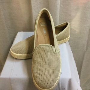 CLARKS VERY SOFT LEATHER . TAN COLOR